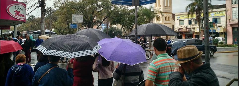 Terça-feira iniciou com chuva forte e granizo em Santa Maria