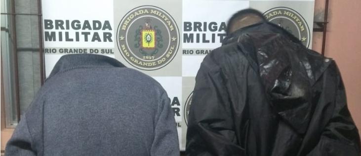 Brigada prende dupla com três armas de fogo após perseguição em Santa Maria